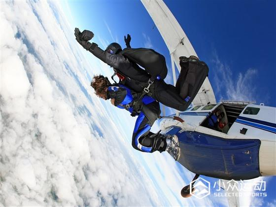7-Reason-To-Go-Skydiving-Skys-The-Limit.jpg