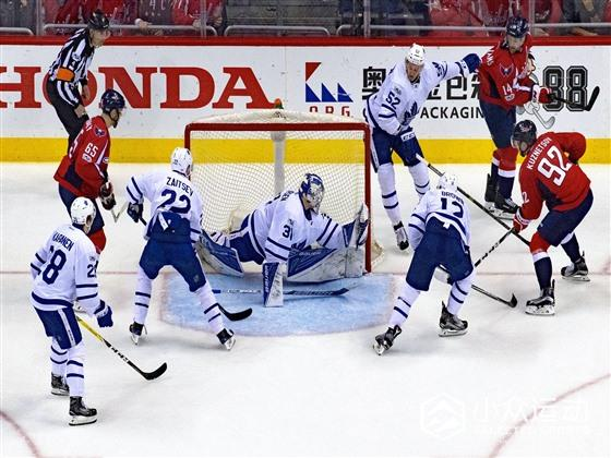 Capitals-Maple_Leafs_(34075134291).jpg